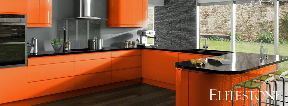 Интерьер оранжевой кухни