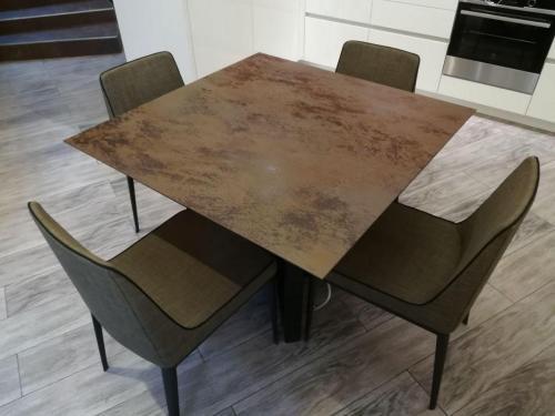 Стол из керамогранита Laminam